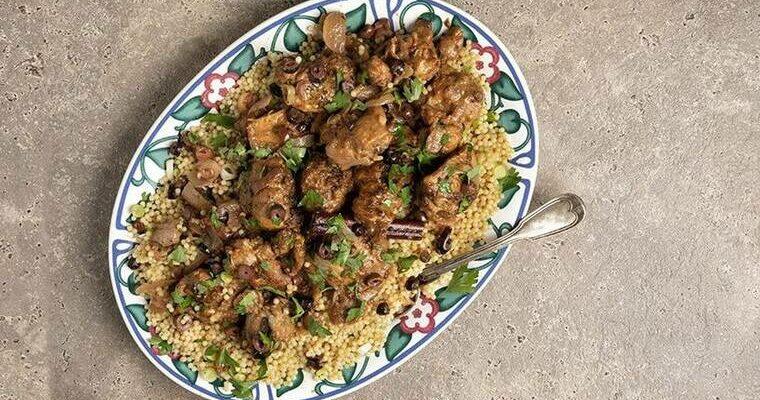 Πεντανόστιμο κοτόπουλο με ελιές στην κατσαρόλα
