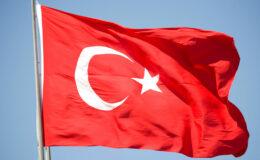 Η Τουρκία απειλεί με απρόκλητες νηοψίες σε ελληνικά εμπορικά πλοία