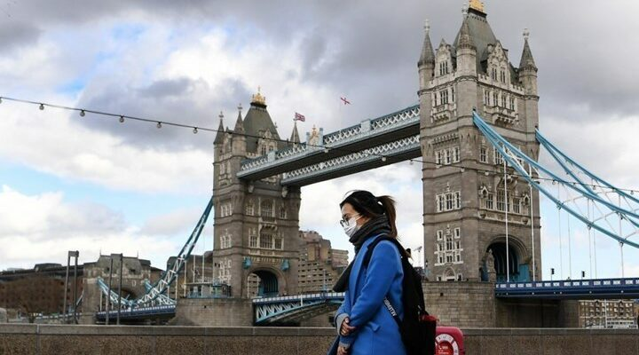 H πανδημία ωθεί τους Βρετανούς στις τράπεζες τροφίμων
