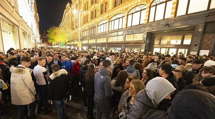 "Harrods: ""Βόμβα"" κορονοϊού με εκατοντάδες καταναλωτές"