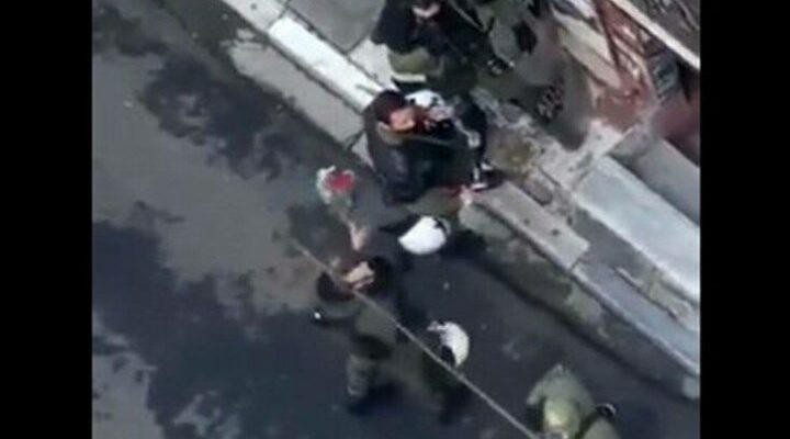 Επέτειος Γρηγορόπουλου: Άνδρας των ΜΑΤ κατέστρεψε λουλούδια από το μνημείο - ΒΙΝΤΕΟ