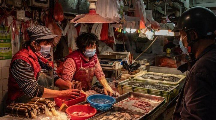 Γουχάν: Η αγορά της πόλης ένα χρόνο μετά