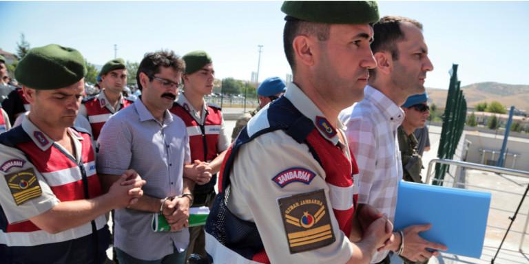Τουρκία: Διαταγή σύλληψης 304 στελεχών των ενόπλων δυνάμεων