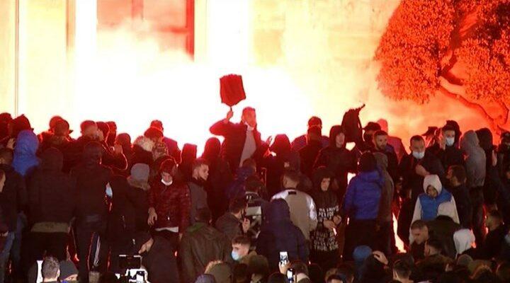 Αλβανία: Σοβαρά επεισόδια στα Τίρανα