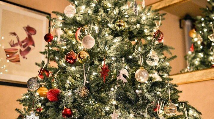 Tα καλύτερα χριστουγεννιάτικα δέντρα με θέμα τον κορονοϊό