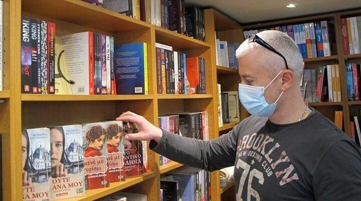 Λειτουργούν από σήμερα βιβλιοπωλεία, κομμωτήρια, κουρεία και ΚΤΕΟ