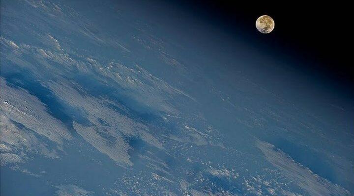 Χειμερινό ηλιοστάσιο: Η μεγαλύτερη νύχτα του χρόνου και το σπάνιο ουράνιο «φιλί»