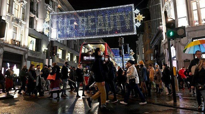 Βρετανία: Χάος στα μαγαζιά για τα χριστουγεννιάτικα ψώνια πριν από το lockdown