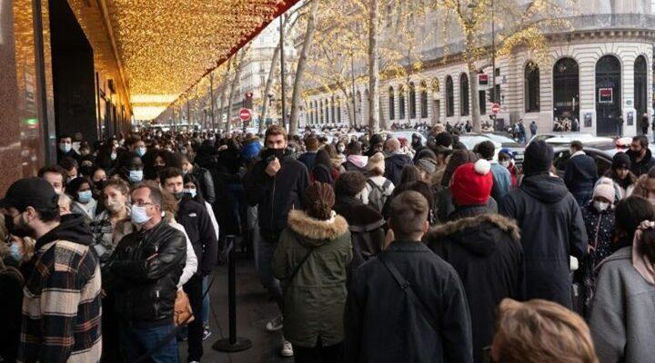 Παρίσι: Χαμός στα μαγαζιά - Ουρές και στο κτίριο των Galeries Lafayette
