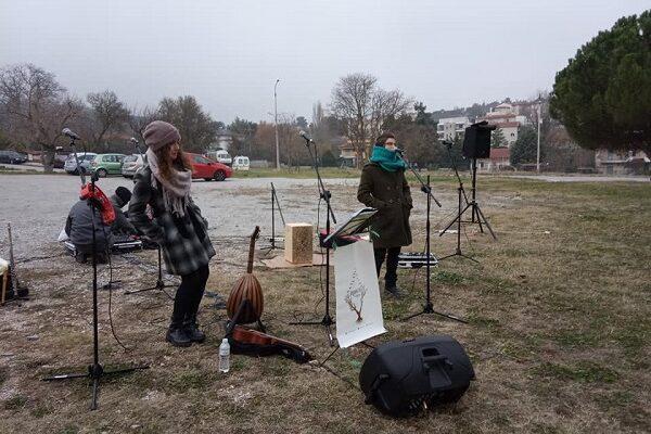 Νότα αισιοδοξίας: Έπαιξαν μουσική για ασθενείς και προσωπικό του «Παπανικολάου»