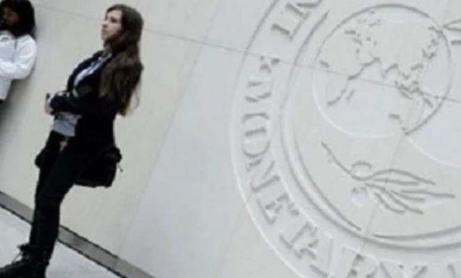Το ΔΝΤ βλέπει συντριβή της Ελλάδας