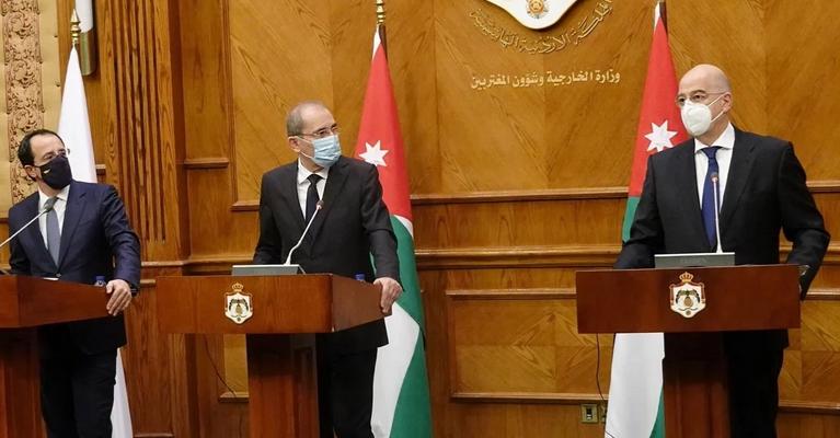 Αυτονομείται ο Δένδιας και ενισχύει την αντιτουρκική συμμαχία της Μέσης Ανατολής